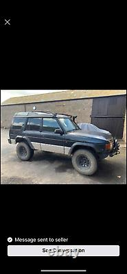 Land Rover discovery off road