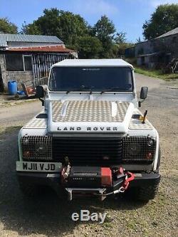 Land rover defender 110 off road